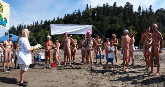 Wreck-Beach-Bare-buns-run-2016_Panorama1.jpg